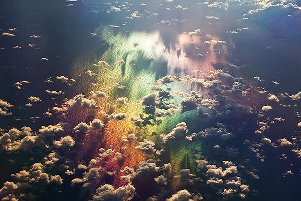 七彩之颠,从37000英尺高空俯瞰大海。